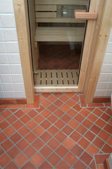 roginski-terakotos-grindu-danga-vonioje-12