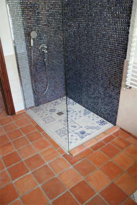 roginski-terakotos-grindu-danga-vonioje-16